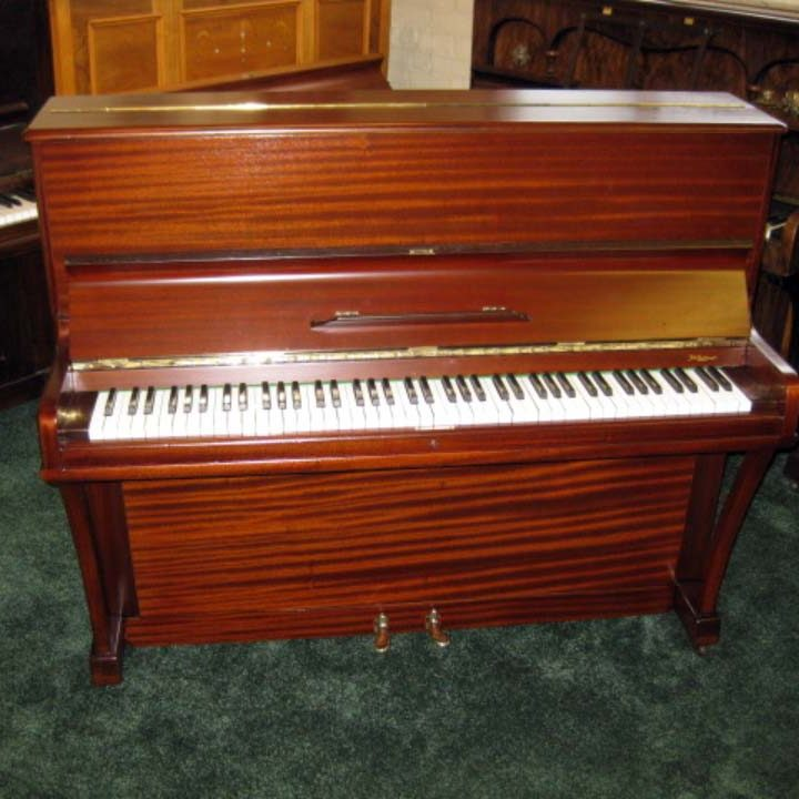 Boyd in polished mahogany - £1400 - H 116 / L 138 / D 56cm