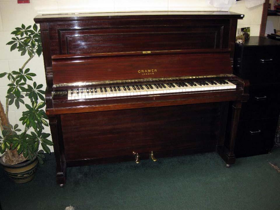Cramer London - £695 - H 126 / L 156 / D 65cm